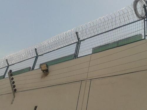 监狱刺片围网的安装